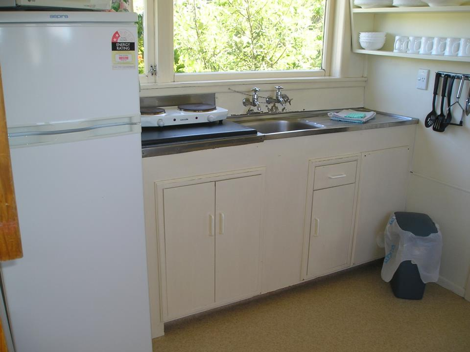 Cabin 10 Kitchen.JPG