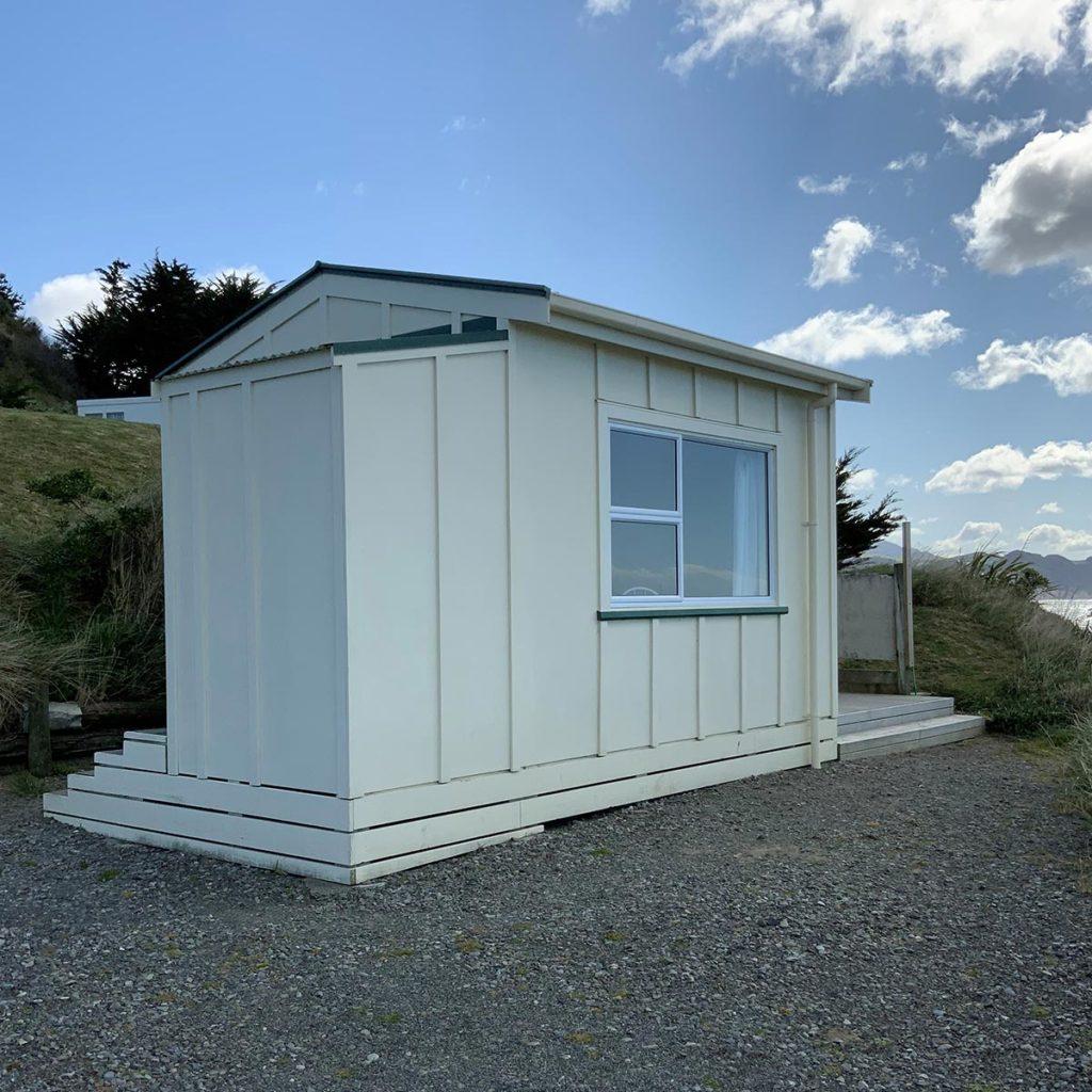 castlepoint-kitchen-cabin-9